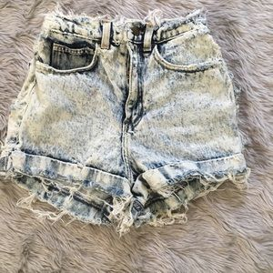 🌟AMERICAN APPAREL FRAYED SHORTS🌟
